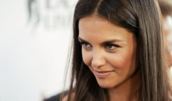 Katie Holmes Devastated By Broadway Flop – Blames Tom Cruise