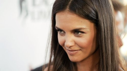 Katie Holmes Devastated By Broadway Flop - Blames Tom Cruise