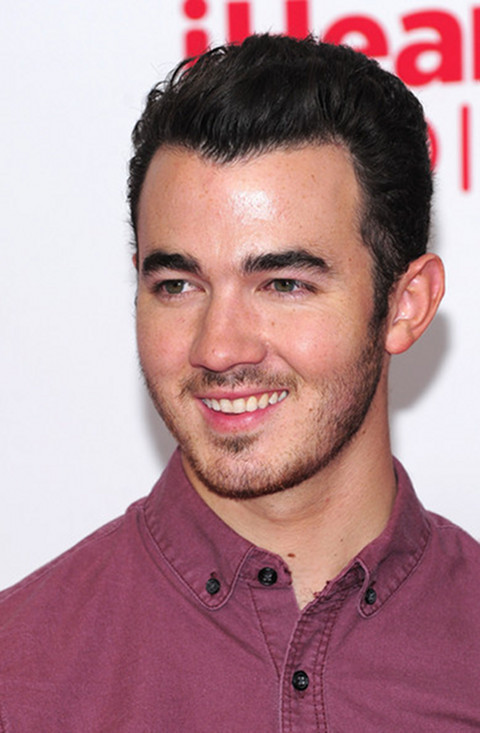 Kevin Jonas Is A Jerk--Refuses To Roll Down Car Window And Wave At Crying Fan