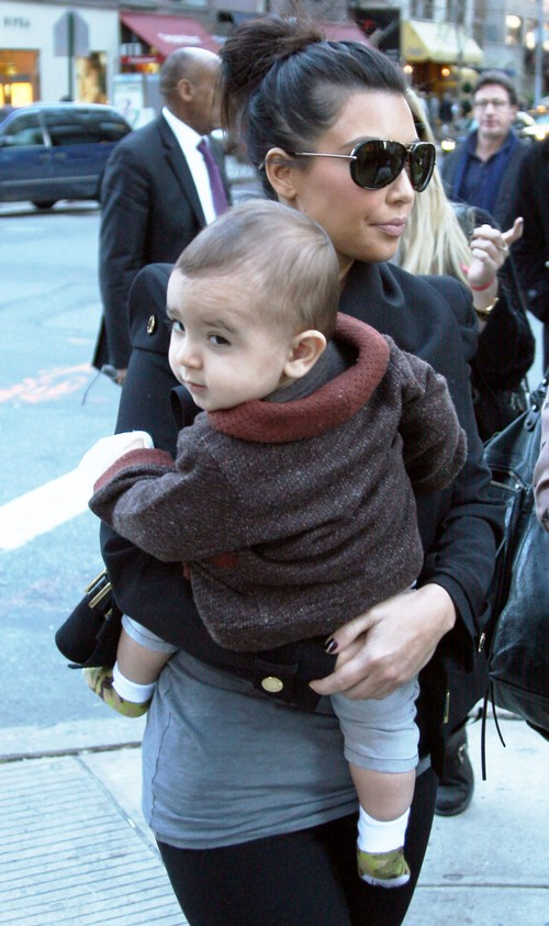 Kim Kardashian Could Give Herpes To Kourtney's Son Mason?