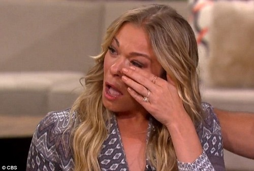 LeAnn Rimes Cries About Her Father On The Talk