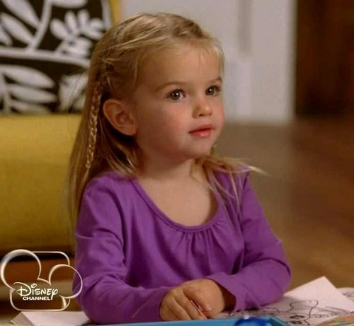 mia taleric five year old good luck charlie star recieves. Black Bedroom Furniture Sets. Home Design Ideas