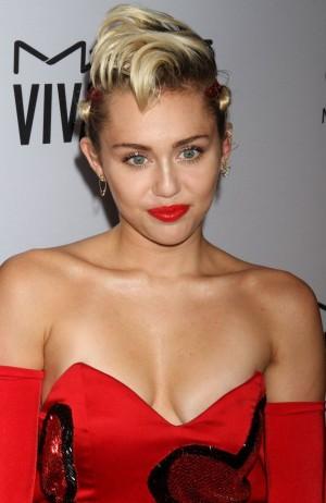 Miley Cyrus Crowned 'Sexiest Vegetarian Celebrity of 2015' by PETA