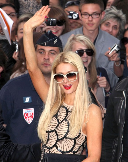 Paris Hilton At The TV show 'Le Grand Journal De Canal'