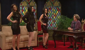 Dana Carvey Destroys The Kardashian Sisters and Gets HOT For Justin Bieber on SNL – VIDEO