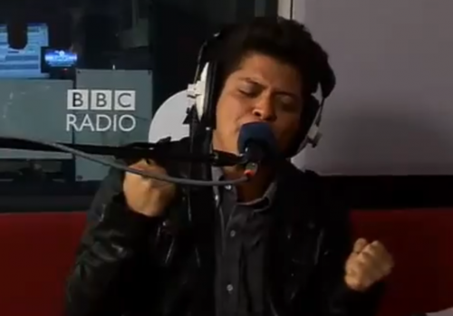 Bruno Mars Covers Katy Perry's California Gurls – VIDEO