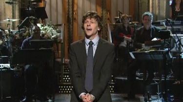 Jesse Eisenberg and Mark Zuckerberg Face to Face on SNL – Video