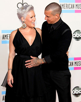 Carey Hart Loves Pink's Baby Bump at the AMAs