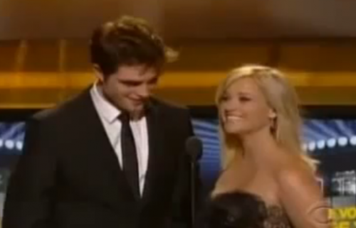 WATCH: Robert Pattinson and Reese Witherspoon at 2011 ACM Awards &#8211; VIDEO