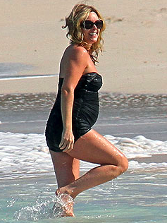 Jane Krakowski Shows Off Baby Bump at the Beach
