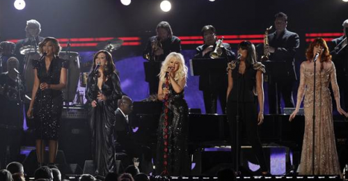 Woops! Christina Aguilera Takes a Digger at The 2011 Grammys – VIDEO