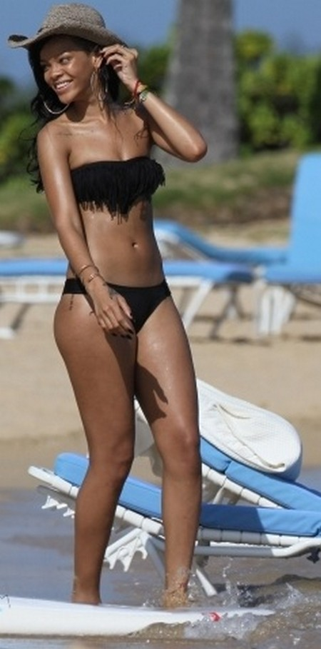 Rihanna Displays Her Butt As She Raises the Temperature In Hawaii In Tiny Bikini (Photos)