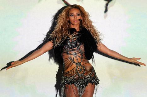 2011 Billboard Music Awards – Beyonce Kills It! 'Run The World (Girls) – VIDEO