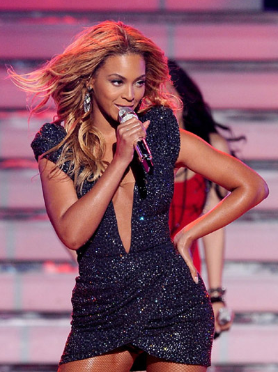 American Idol Finale: Beyonce Rocks 'Crazy in Love' With Top 6 Girls – VIDEO