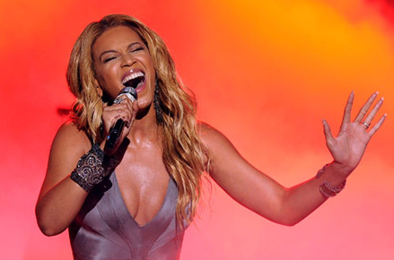 American Idol Finale: Beyonce Debuts &#8217;1+1&#8242; &#8211; VIDEO