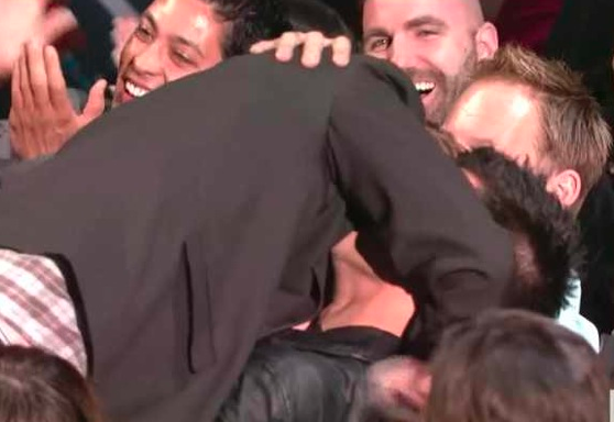 Robert Pattinson and taylor Lautner Kissing at MTV Movie Awards 2011