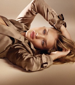 Rosie Huntington-Whiteley Naked For Burberry