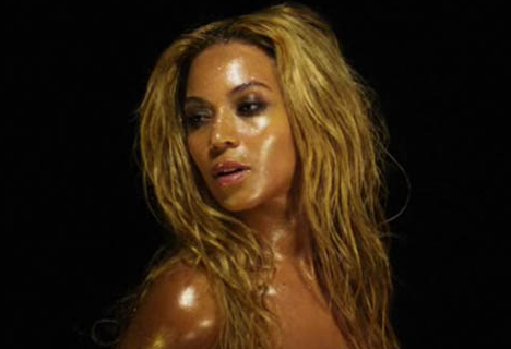 Beyonce CONFIRMS, She Is PREGNANT At VMAs + Baby Bump Photos