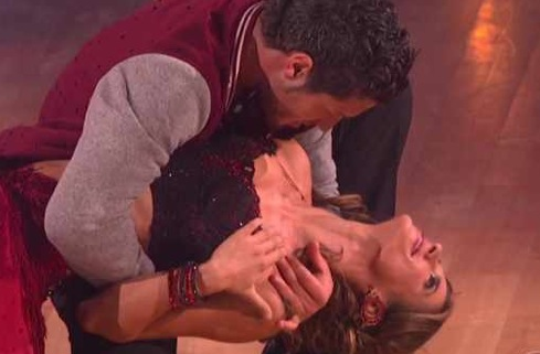 Dancing With The Stars – Elisabetta Canalis Struggles Through The Cha Cha Cha – Video
