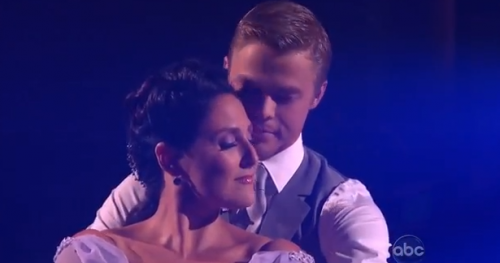 Dancing With The Stars – Ricki Lake Brings Her A-Game Week 1 – VIDEO