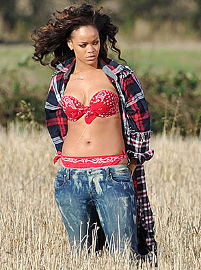 Rihanna Causes Controversy in Ireland For Topless Shoot &#8211; Photos, Video