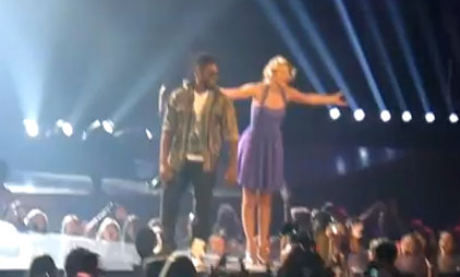 Taylor Swift Rocks &#8216;Yeah!&#8217; With Usher &#8211; VIDEO