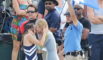 'Charlie's Angels' Minka Kelly and Rachel Taylor Make Out On Set – PHOTOS