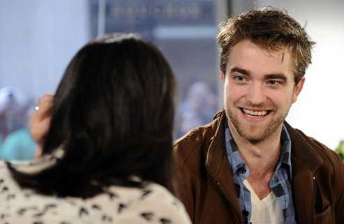 Video: Robert Pattinson Admits to Dating Kristen Stewart… SO CUTE!