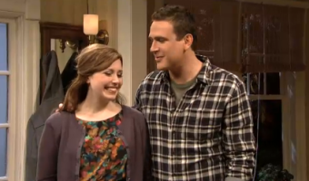 SNL: Jason Segel Makes Out With Paul Rudd – VIDEO