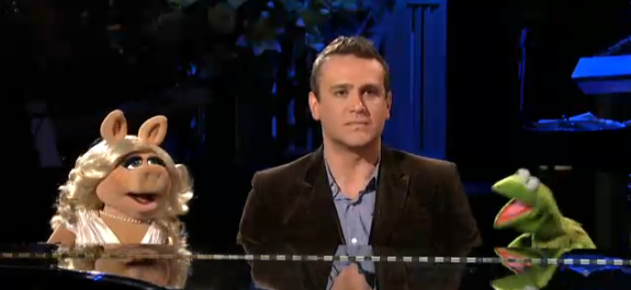SNL: Jason Segel and The Muppets ROCK The Opening Monologue – VIDEO