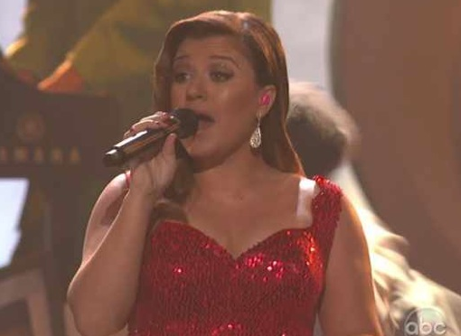 Kelly Clarkson ROCKS &#8216;Mr. Know It All&#8217; at the 2011 AMAs! &#8211; VIDEO