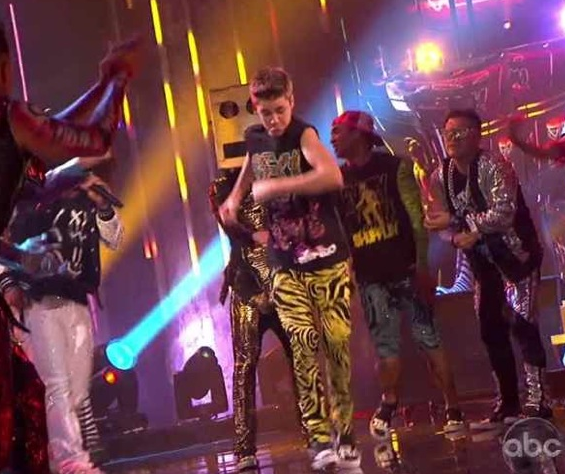 Watch Justin Bieber Dance in Zubaz Pants with LMFAO at the AMAs 'Rock Party' VIDEO