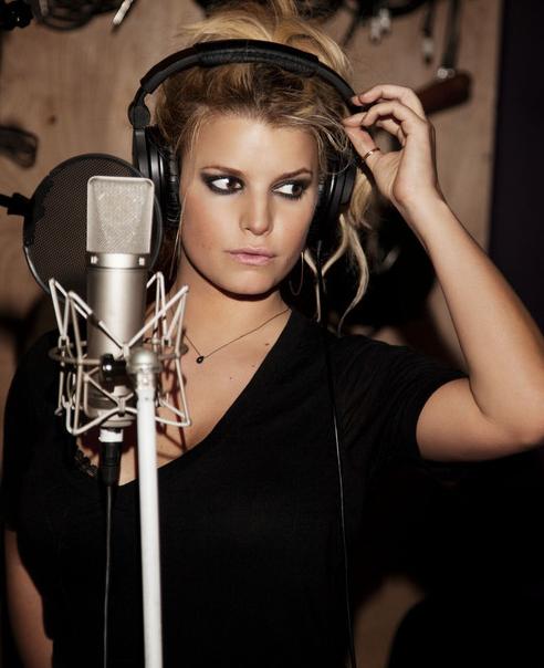 Jessica Simpson - mic Pic
