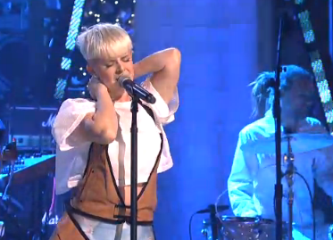 SNL: Robyn 'Dancing On My Own' Performance Video