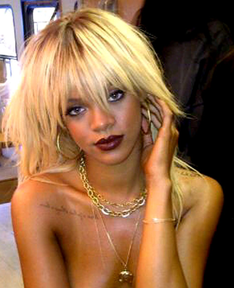 PHOTO: Rihanna is Blonde… and TOPLESS