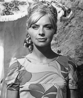 Actress Susannah York Dead at 72 – Photos