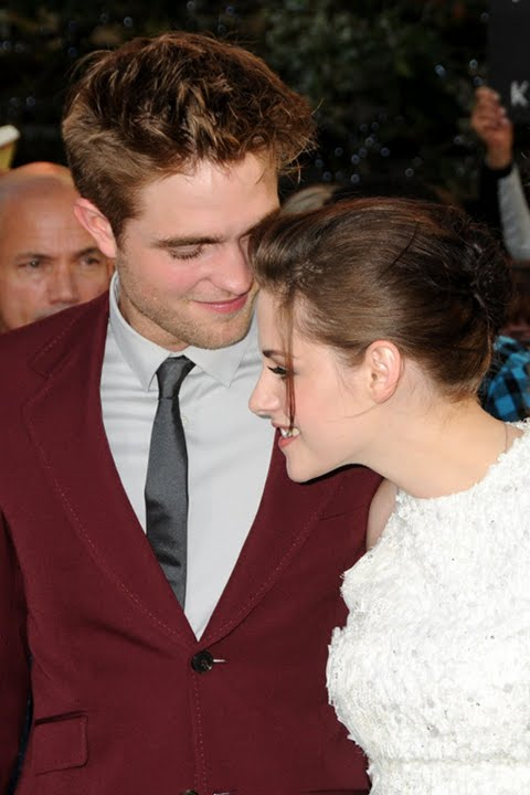 Kristen Stewart and Robert Pattinson Spotted Nuzzling During Dinner At Chateau Marmont