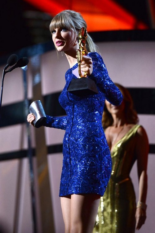 Taylor Swift Led The 2013 Billboard Awards With 8 Awards (FULL WINNER LIST HERE!)