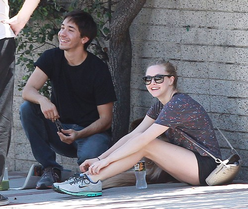 Amanda Seyfried And Justin Long Take Her Dog To A Park