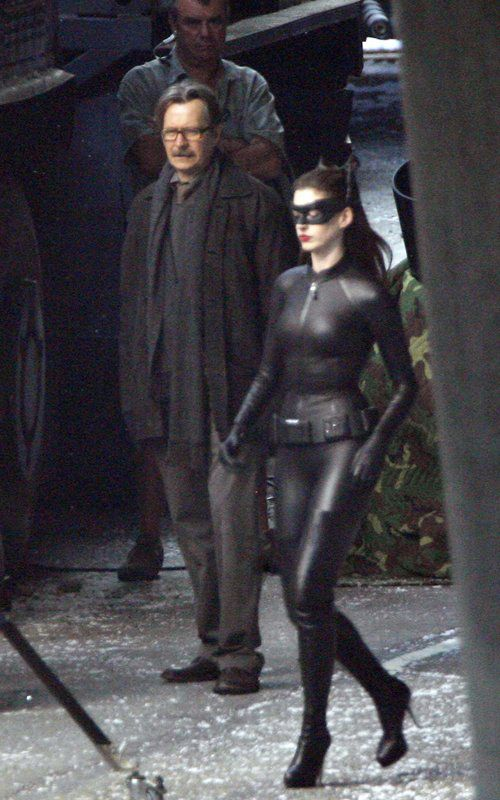 Anne Hathaway SIZZLES As Catwoman &#8211; Full Costume PHOTOS