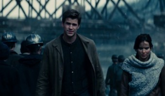 First Catching Fire TV Spot Reveals More Of The Katniss, Gale, Peeta, Love Triangle (VIDEO)