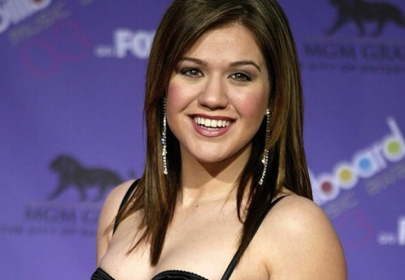 Kelly Clarkson Says She'll 'Probably Vote For Barack Obama After Endorsing Ron Paul
