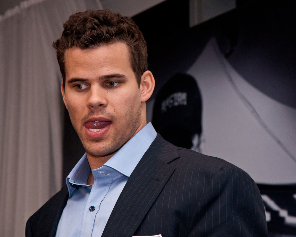 kris humphries booed
