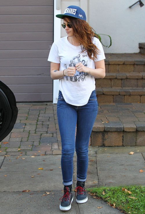 Kristen Stewart Hangs With Family In LA