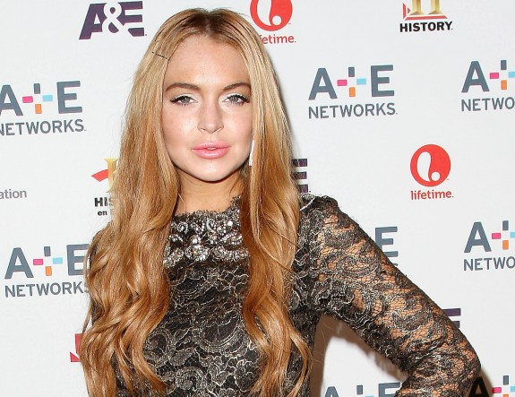 Lindsay Lohan Wants To Tell You: 'Stop Overreacting About Hurricane Sandy'