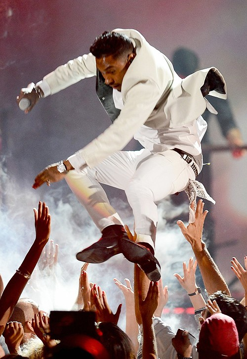 Miguel Lands On Top Of A Girl During Billboard Award Performance