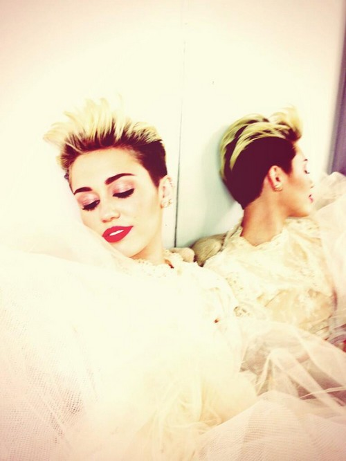 Miley Cyrus Tweets Wedding Dress Photo