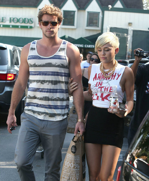 Miley Cyrus Won't Let Fiance Liam Hemsworth Make Her Delete Twitter