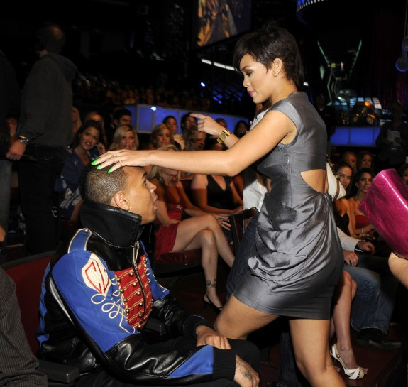 Rihanna To Make It Official With Chris Brown As Soon As She Finishes &#8216;Unapologetic&#8217; Album