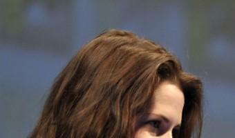 Kristen Stewart Furious After Reporter Leaks Surprise Ending During Twilight Q&A Panel